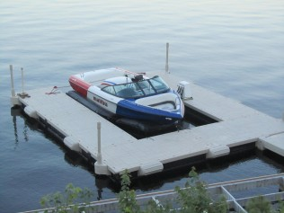 wave-armor-U-shape-Wave-Dock-with-Boat